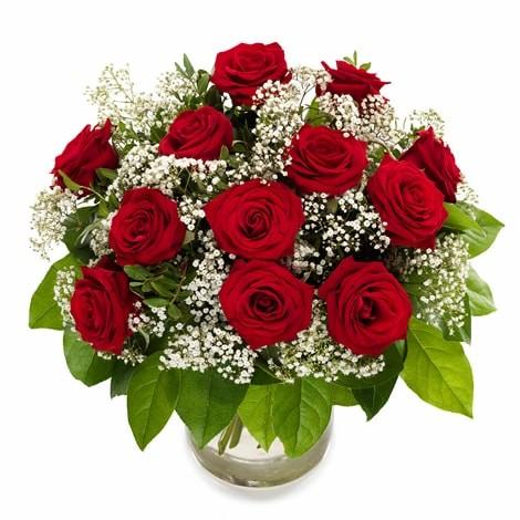 Rote Rosen und Schleierkraut